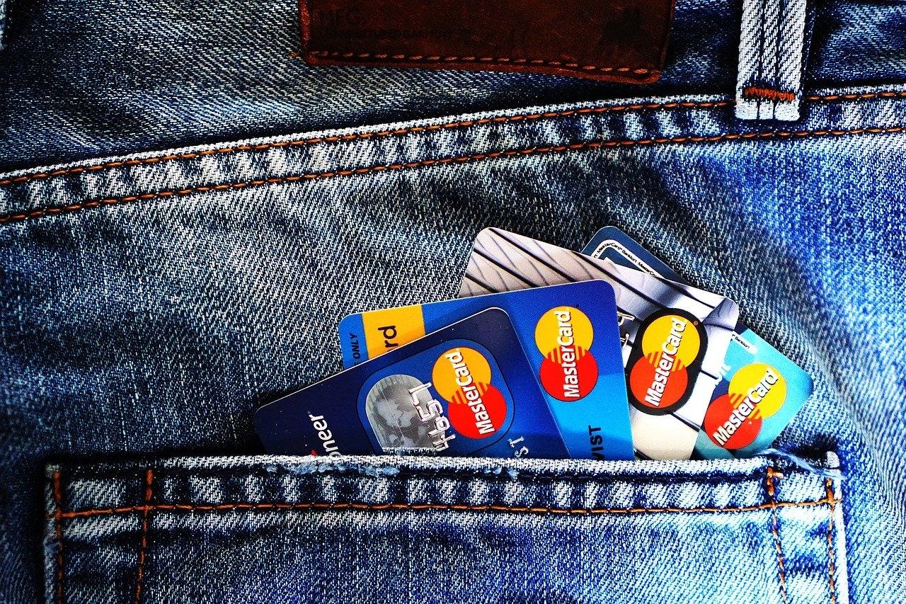 Usługa chargeback (a ściślej - procedura) regulowana jest odpowiednimi przepisami organizacji płatniczych (Visa, Mastercard).